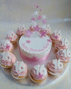 Cake with cupcakes numbers and star topper in pink
