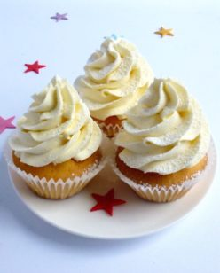 white buttercreamed cup cakes