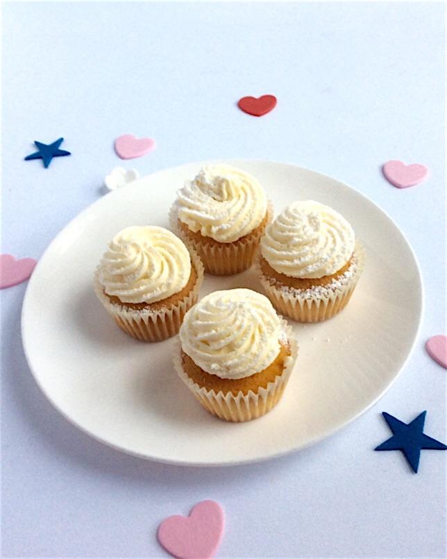 White mini cupcakes