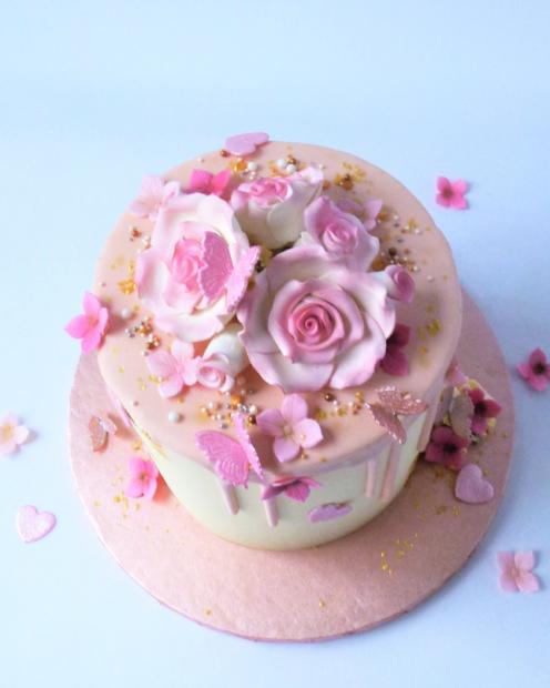 Sugar flower on a drip cake