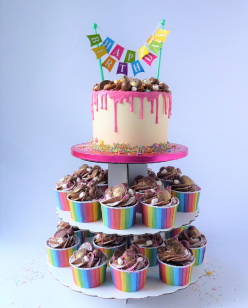 Big cakes with Cupcakes