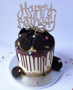 Drip cake with Oreo cookies