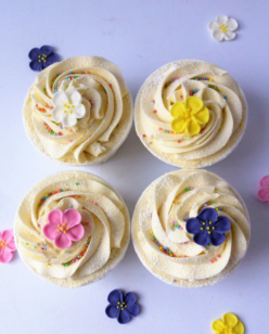cupcakes with flower decoration