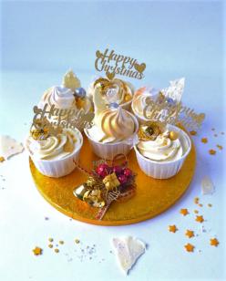 Christmas cupcakes with Lindor chocolates