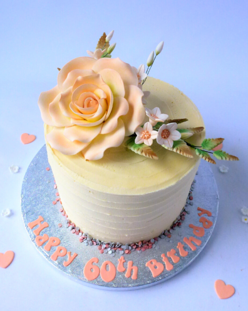 Buttercreamed cake with peach rose