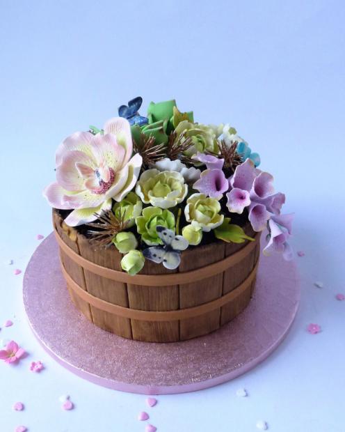 Flower tug cake